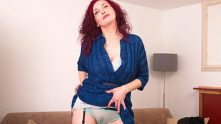 Naughty red mature Zinnia Blue loves to play with herself – Mature.nl