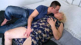 This Hairy Mature BBW Loves to Ride a Hard Young Cock – Mature.nl