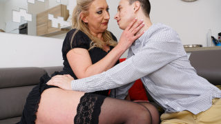 Naughty Toyboy Gets to Enjoy a Hairy Mature Pussy – Mature.nl