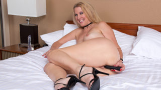 American housewife gets her pussy all wet – Mature.nl