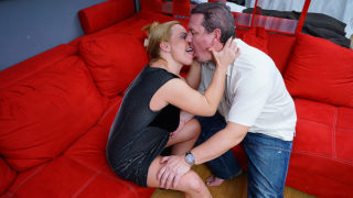 Horny housewife squirts before being fucked hard – Mature.nl