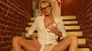 Sexy MILF Shows off Hot Body and Inserts Her Toy Deep in Her Wet Pussy – Mature.nl