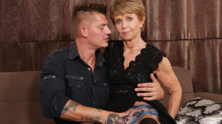 Sexy Grandma Sucks off Her Young Lover and Gets Her Pussy Pounded – Mature.nl
