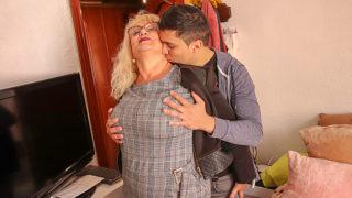 Spanish mature lady sucks and fucks her toyboy – Mature.nl